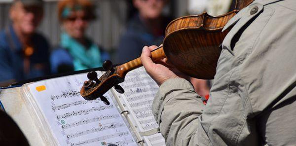 Musikalische und künstlerische Talente nutzen