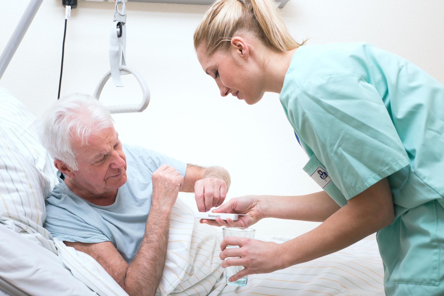 Die Krankenschwester Besucht Den Insassen