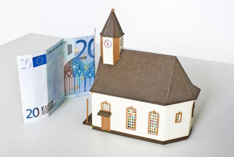 Kirchensteuer aufheben: So geht es richtig!
