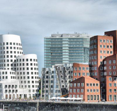 Immobilienwirtschaft Studium: Gehalt, Ausbildung und Perspektive