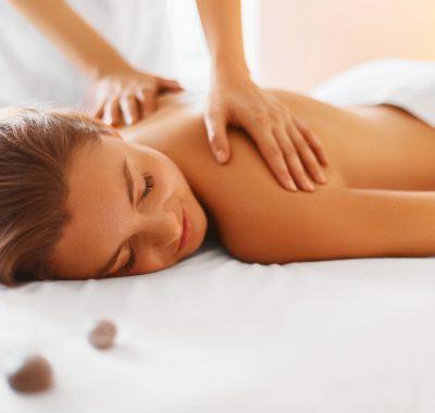 Massage Ausbildung: Gehalt, Fernstudium, Studium & Perspektive
