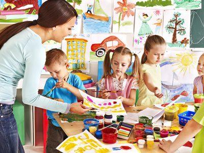 Kinderbetreuung: Betreuung für Kinder im Alter von drei Jahren bis Schuleintritt