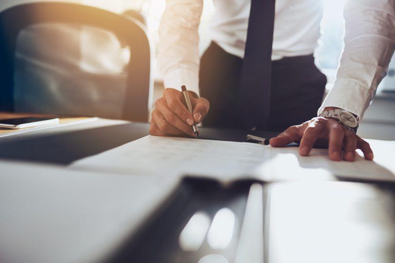 Prokurist: Gehalt, Nebenjob, Karriere & Ausbildung