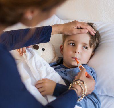 Baby oder Kind hat Fieber: Diese Hausmittel helfen!
