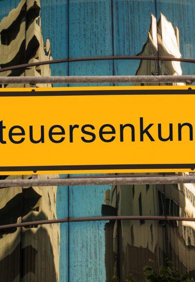 Seehofer fordert größte Steuersenkung aller Zeiten