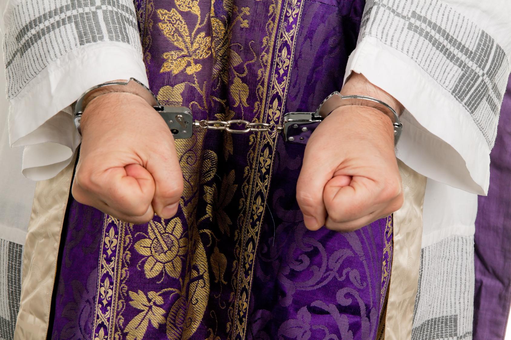 24 Opfer Nonne unterstützt Missbrauch durch Priester