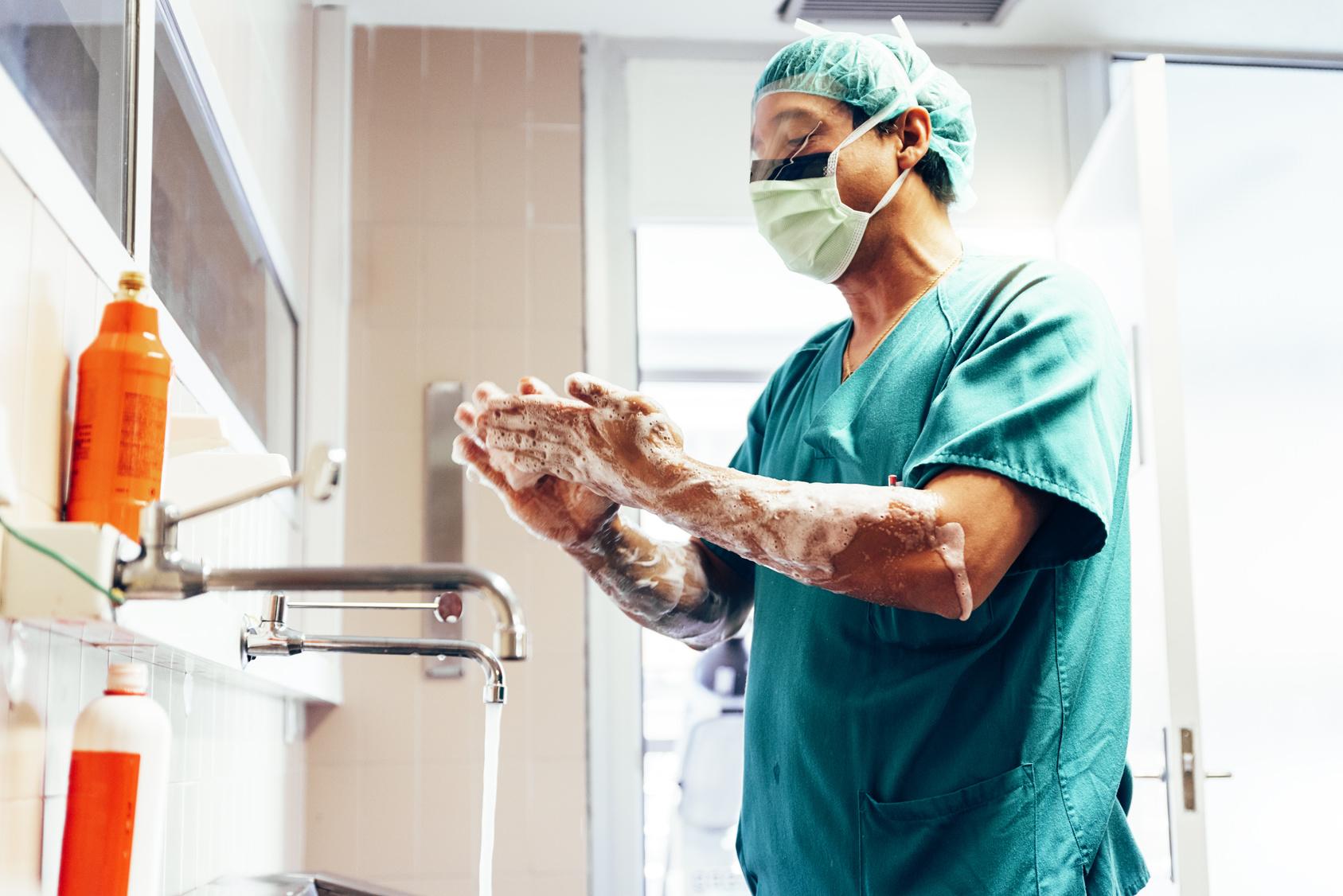 8-Stunden-OP Chirurg entfernt 10-Kilo-Hoden