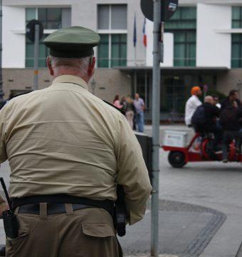 Dieses Land entlässt nun dicke Polizisten!