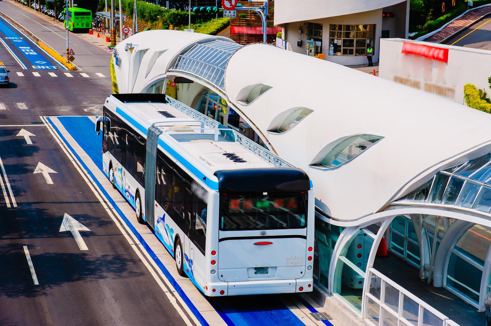 Drama Bus mit Kindergarten-Kindern an Bord verbrennt
