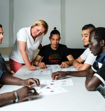 Flüchtlinge in Benimmkursen: Von Busfahren bis Händeschütteln