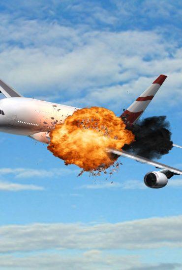 Flugzeug explodiert in der Luft und stürzt auf Lidl-Parkplatz