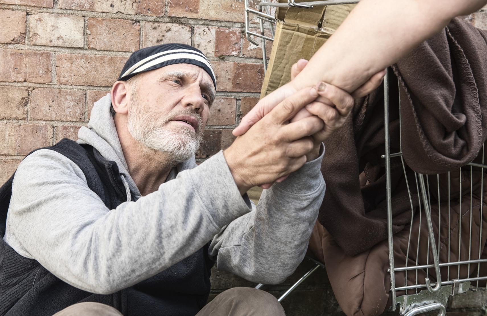 Obdachloser Jede Nacht hat er Angst, getötet zu werden