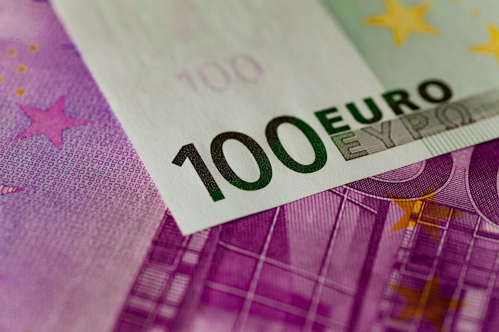 Unbekannter lässt Euro-Scheine regnen Polizei ermittelt