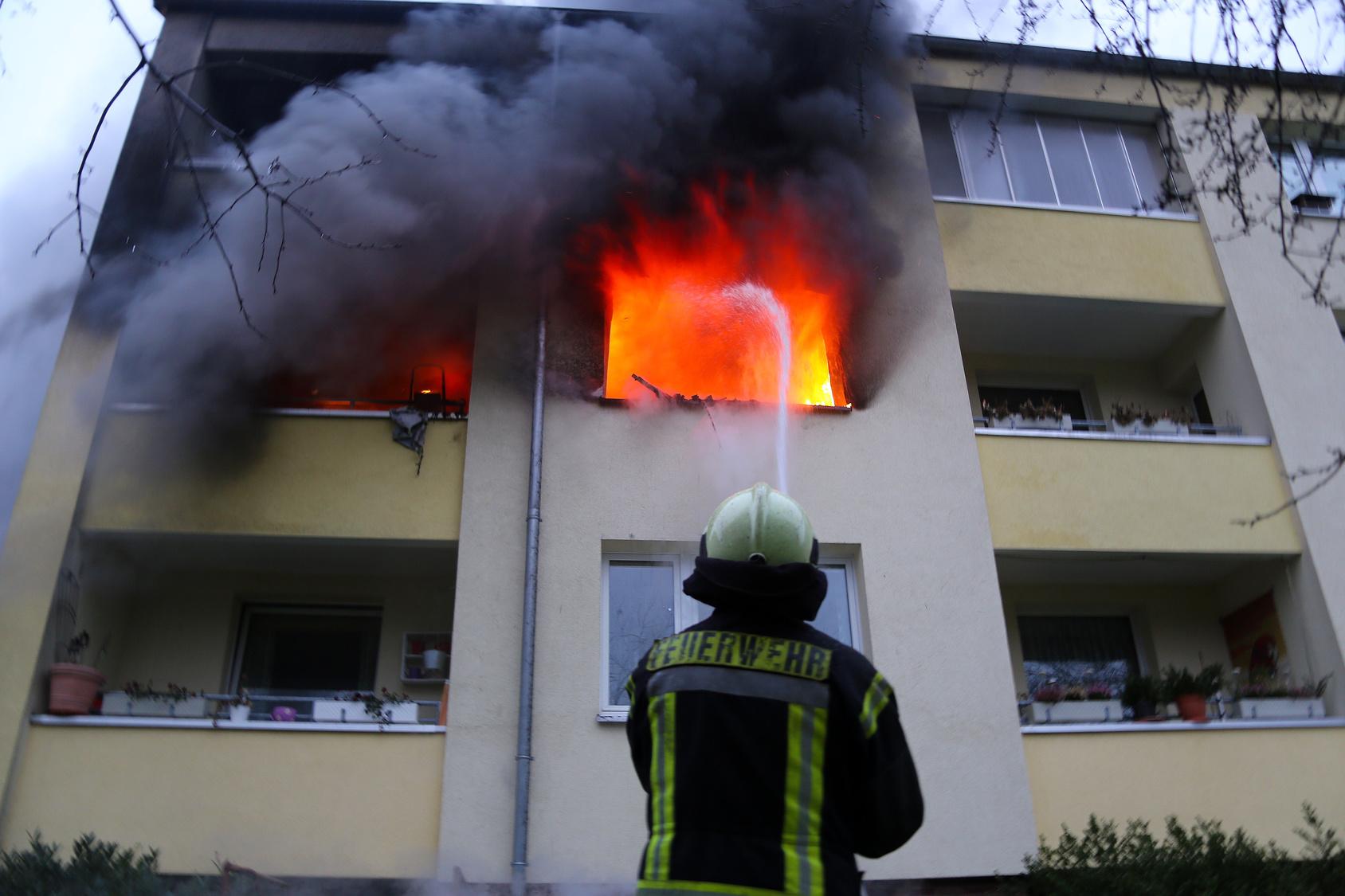 Wohnungsbrand Frau ließ fremden Mann ins Haus