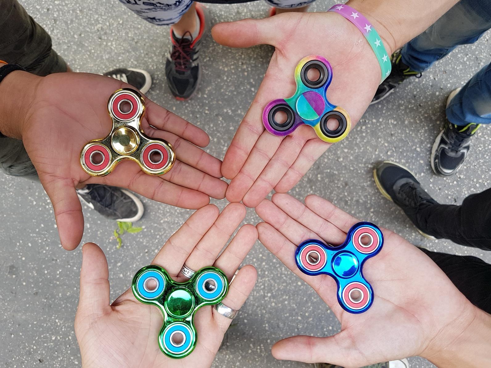 Achtung, Gefahr für Kinder 35.000 Fidget Spinner beschlagnahmt