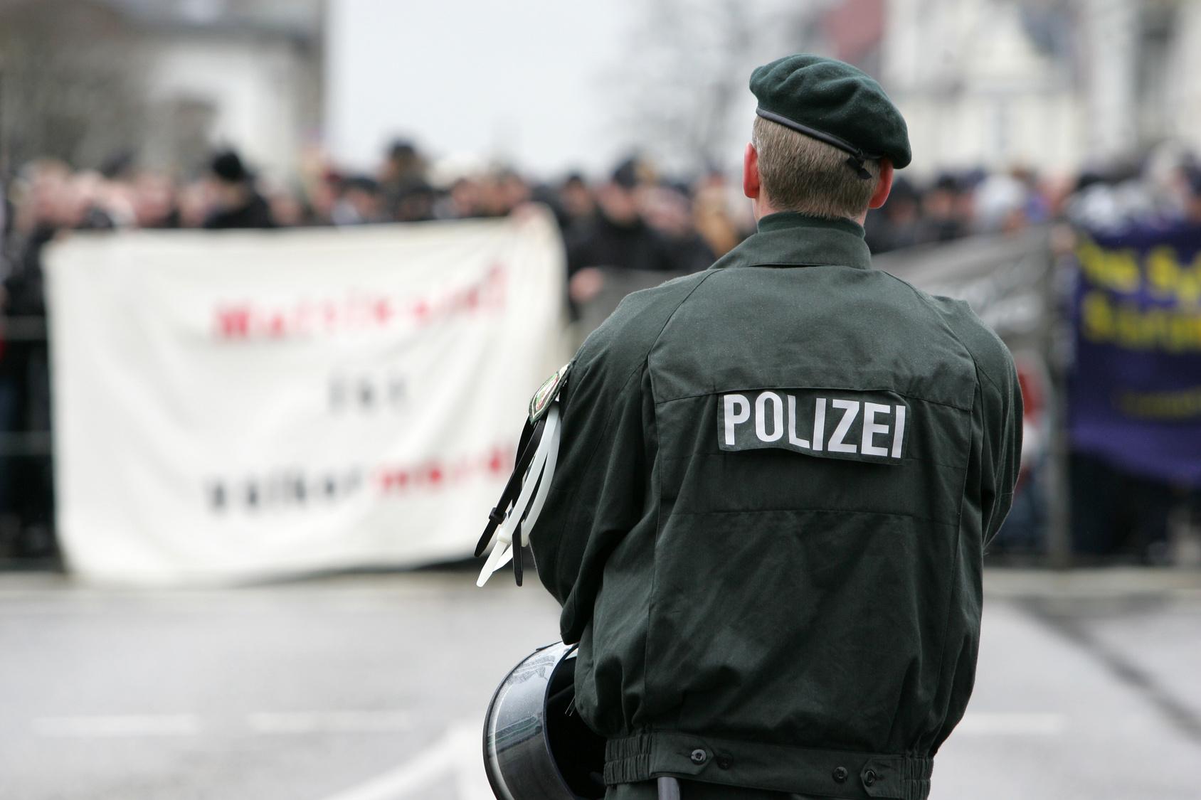 Darum soll es im Osten Deutschlands mehr Rechtsextreme geben