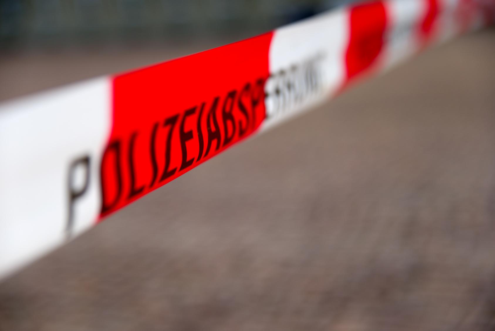 Gefährlich verletzt 60-Jähriger wirft mit Axt auf Polizisten