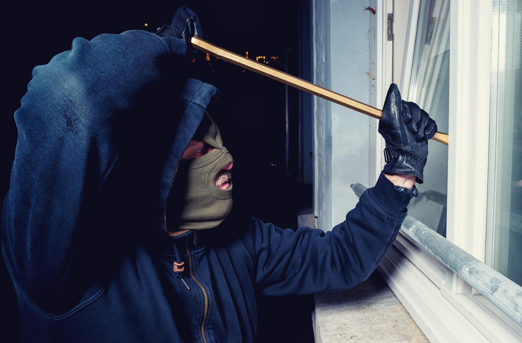 Bizarrer Einbruch Täter bleibt stundenlang im Haus, kocht und masturbiert