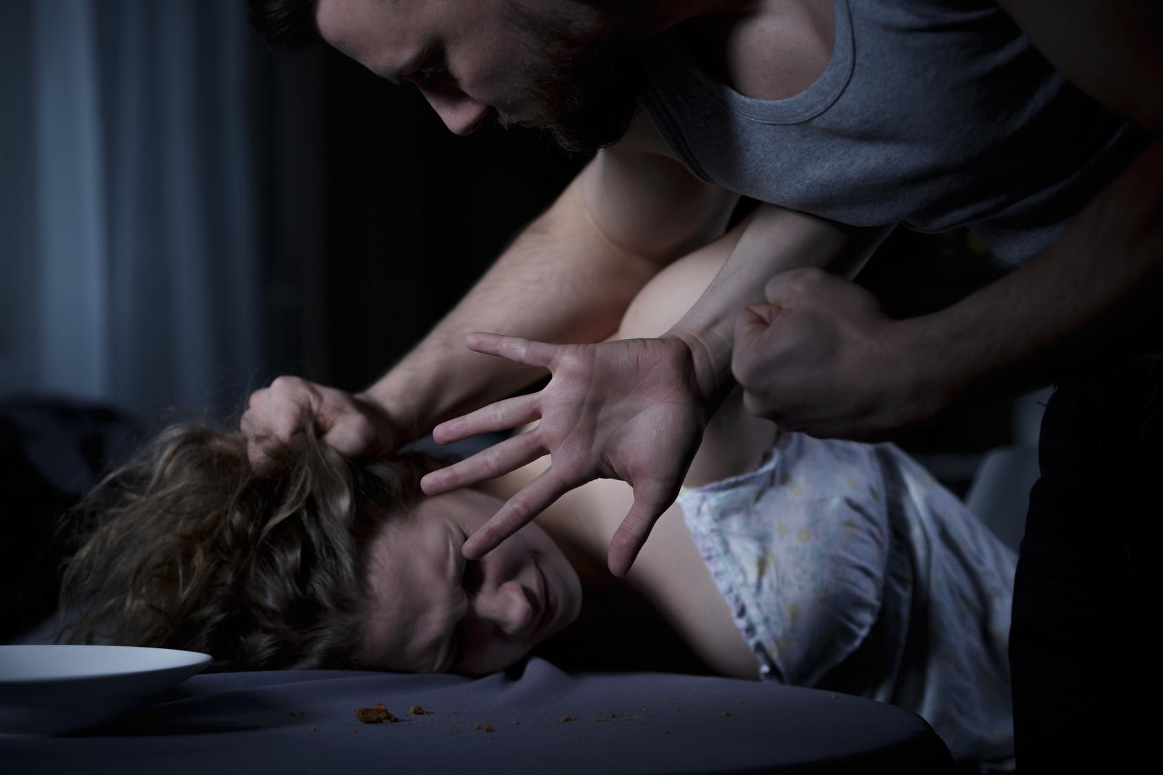 Hochschwangere verprügelt und vergewaltigt