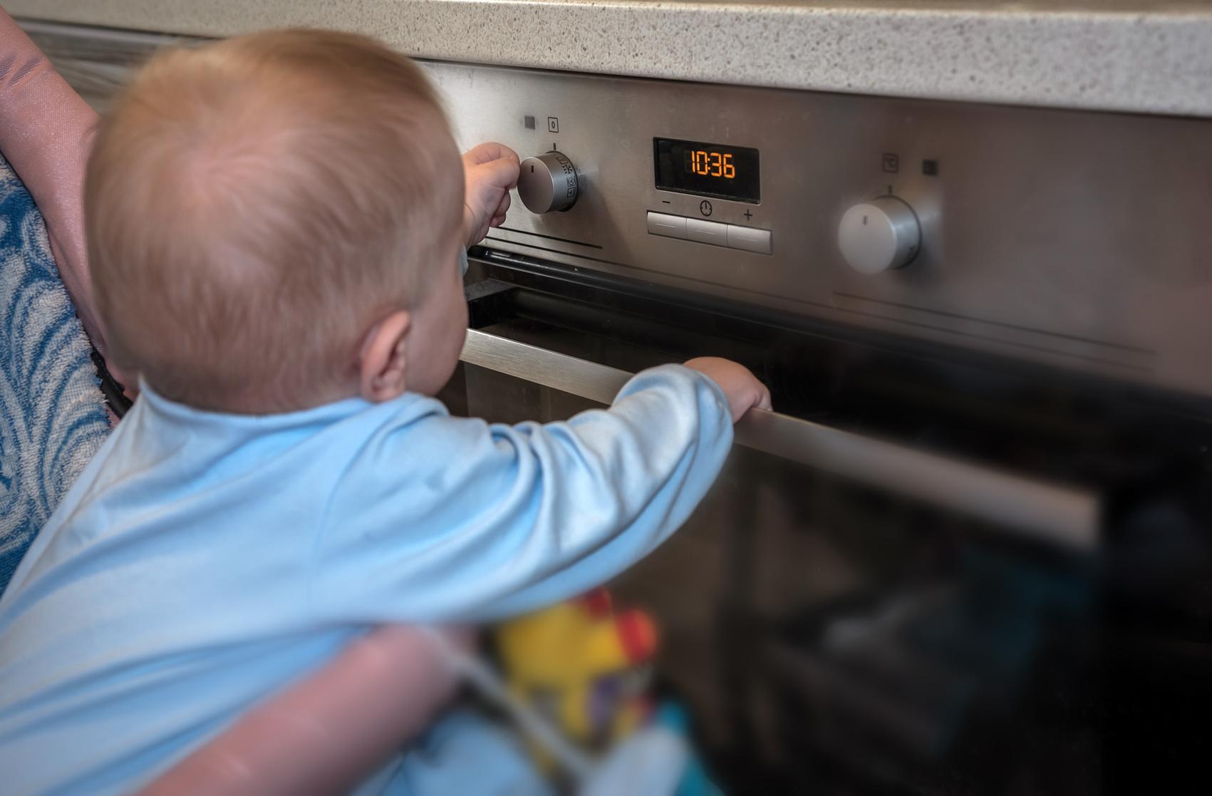 Lebensgefahr: Kleinkind (1) mit heißem Fett übergossen!