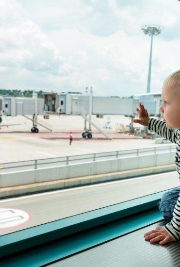 Ohne sorgeberechtigten Elternteil: wenn das Kind allein verreist
