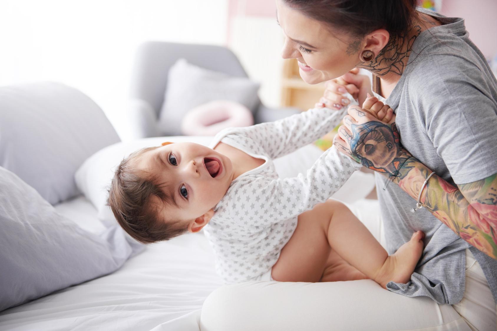 Per Photoshop - Mutter verpasst ihrem Baby ein Wangen-Piercing: Ist sowas okay?
