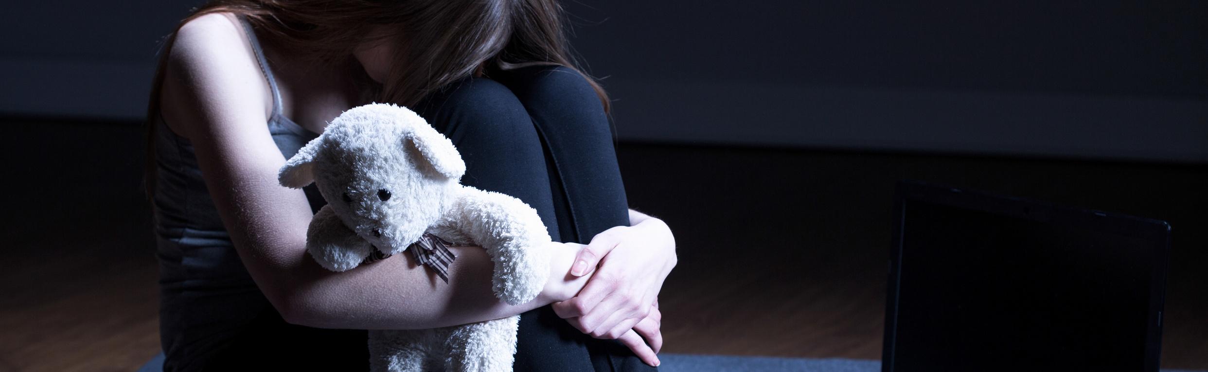 Rentner missbraucht 9-jährige Schülerinund macht Nacktfotos von ihr