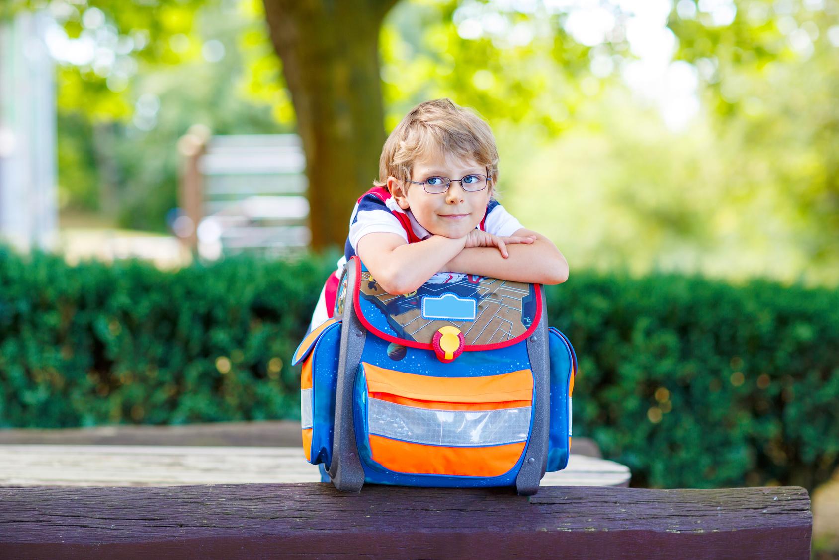 Rollkoffer oder Schulranzen Was schadet dem Kind mehr