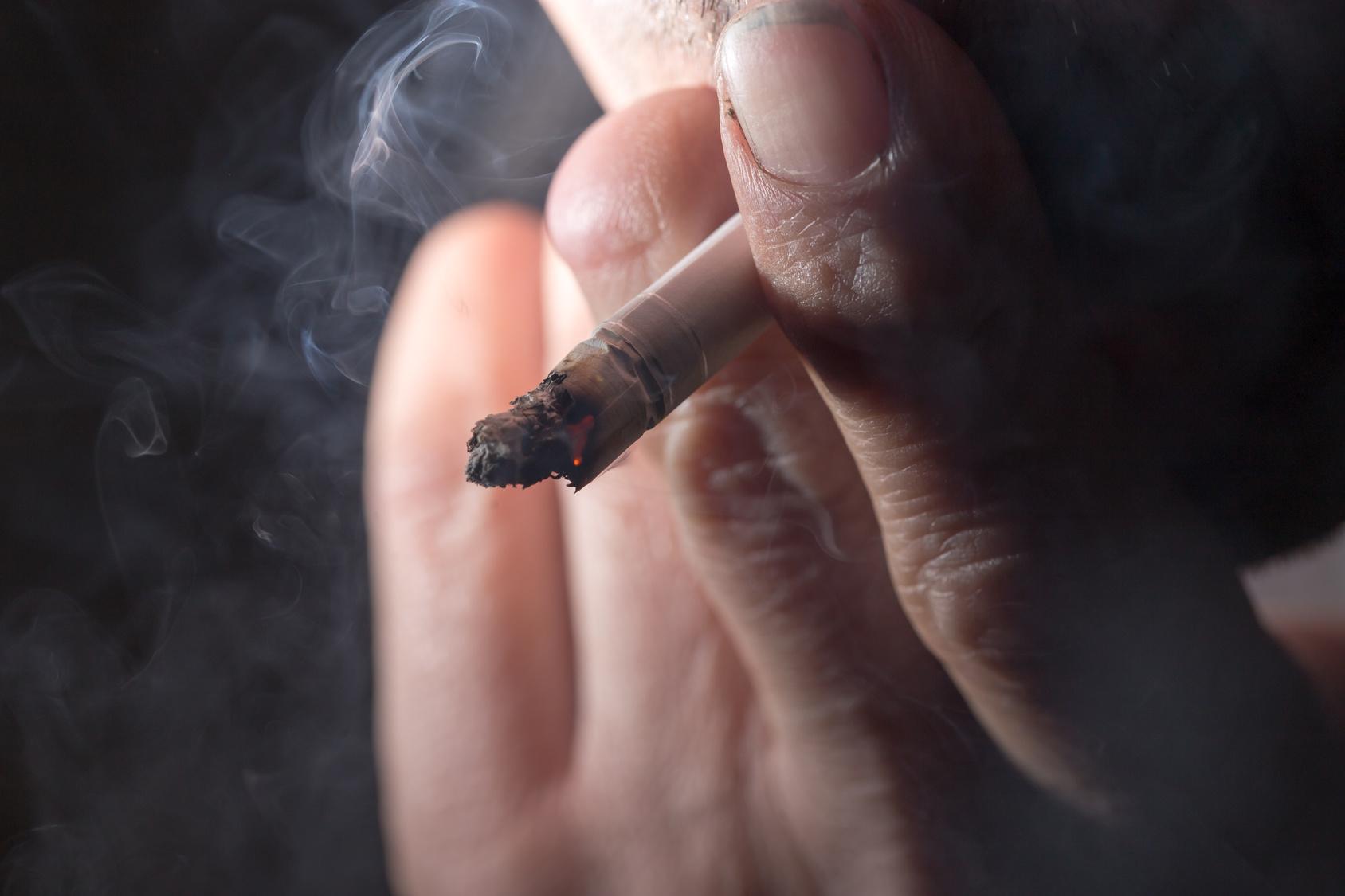 Schrecklich: Frau stirbt an Krebs, weil ihre Kollegen im Büro rauchten!