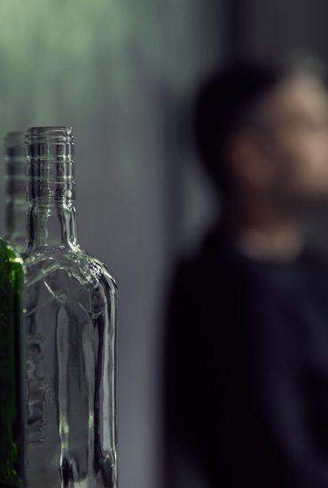 Alkoholkrank: Eltern trinken, Kinder leiden!