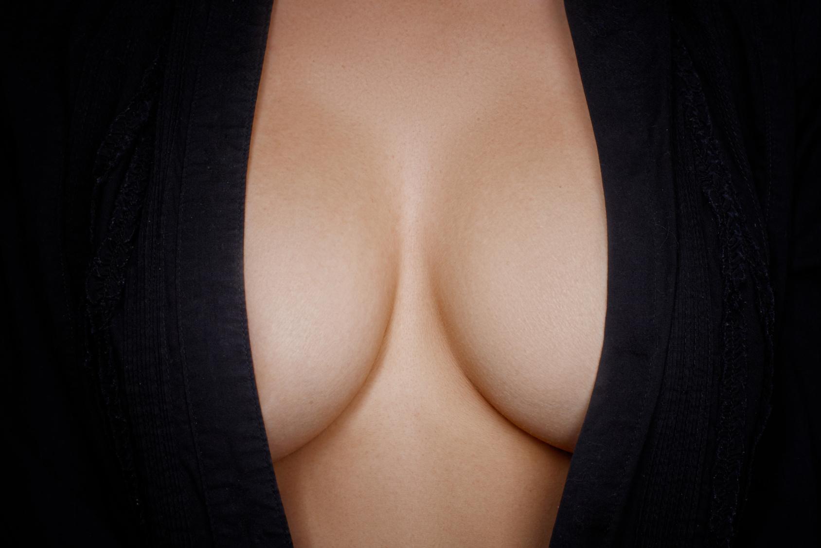 Brust-OP, Minirock und nackte Haut: Darf eine Mutter so sexy sein?