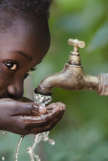 So stiehlt Nestlé den Ärmsten auch noch das Trinkwasser