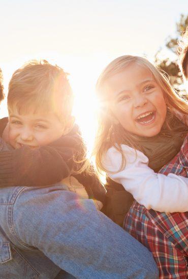 """Schwule oder lesbische Eltern: Entwicklung der Kinder besser als in """"Standardfamilien""""?"""