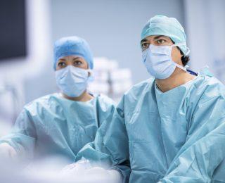 Mit Bauchschmerzen ins Krankenhaus: Frau trägt gigantischen Tumor in sich!