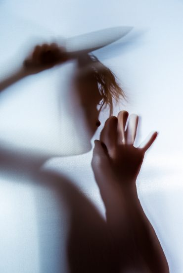 Eigenen Sohn ermordet: Mutter (26) rammt Kleinkind Messer in den Hals!