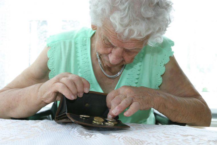 Sie hatte aus Hunger Essen gestohlen: 84-Jährige muss ins Gefängnis!