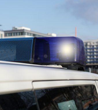 Polizei fahndet: Asylbewerber verletzen 17-Jährigen mit Messer und fliehen!