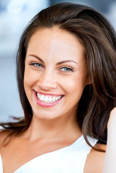 Aus Gelb mach´Weiß: Strahlendes Lächeln durch dieses Haushaltsmittel!
