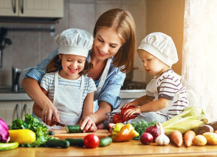 Umfrage: So viel arbeitet eine Mutter pro Woche!