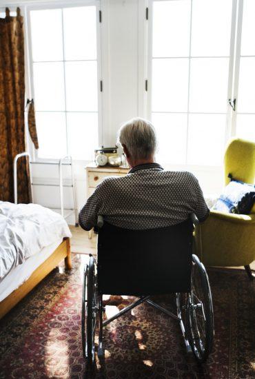 Tödliches Badewasser: 79-Jähriger Mann stirbt durch Fehler seiner Pflegerin!