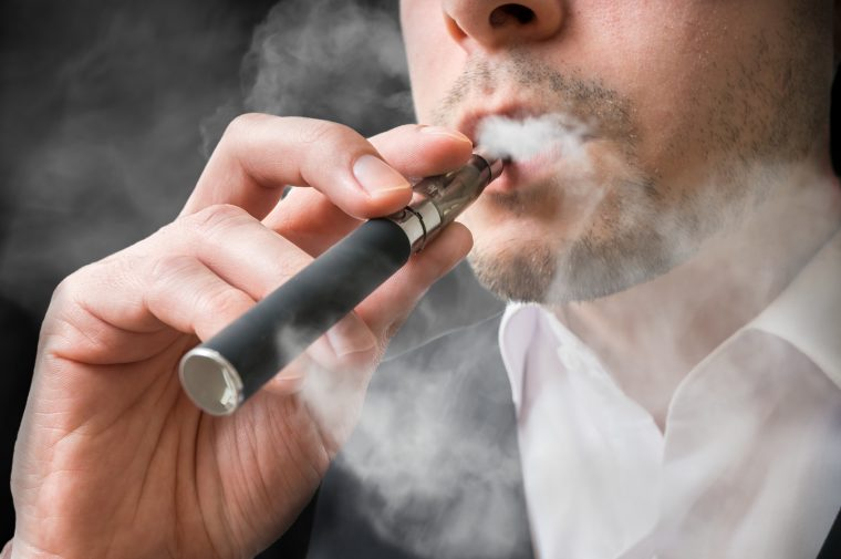 Studie: Konsum von E-Zigaretten setzt gefährliche Schwermetalle frei!