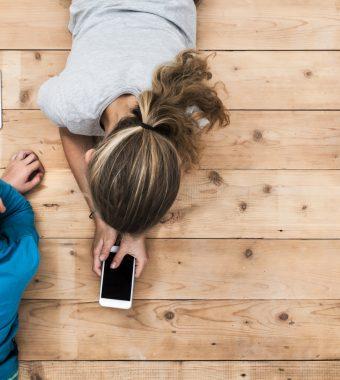 Studie: Smartphone und Co. haben schlimme Folgen für Entwicklung von Kleinkindern!